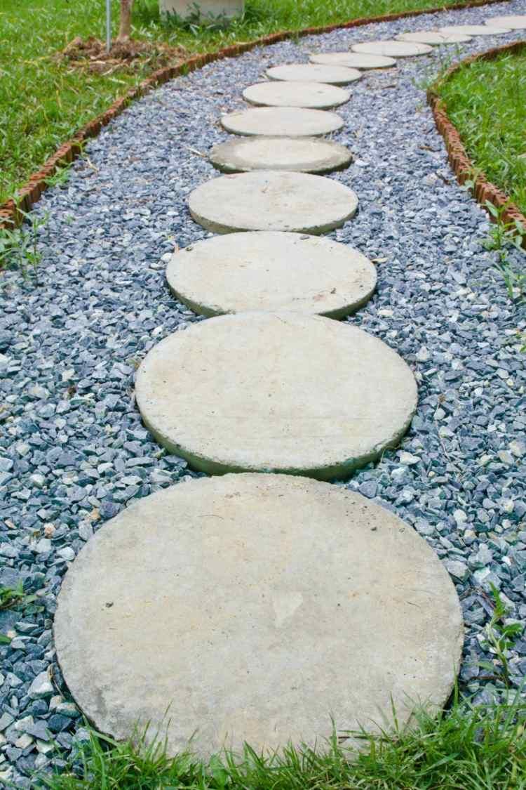 pavimento fai da te giardino moderno lastre cemento sassi