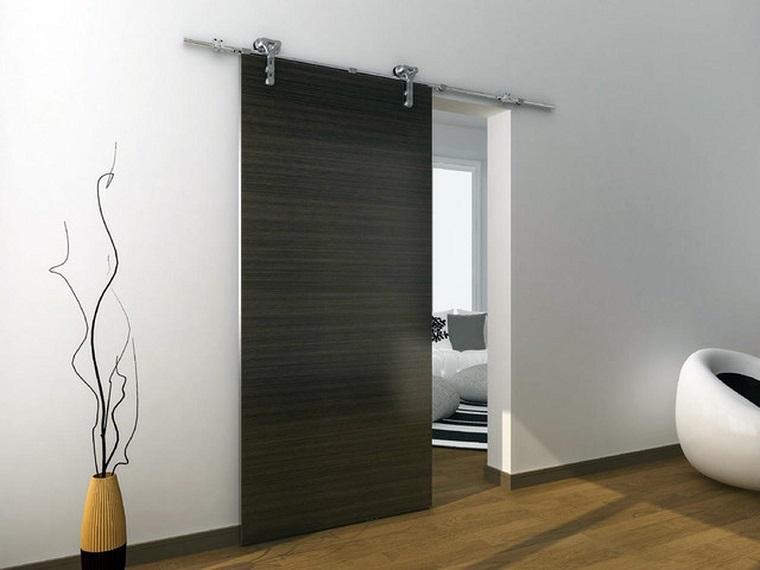 porte interne moderne scorrevole legno scuro esempio