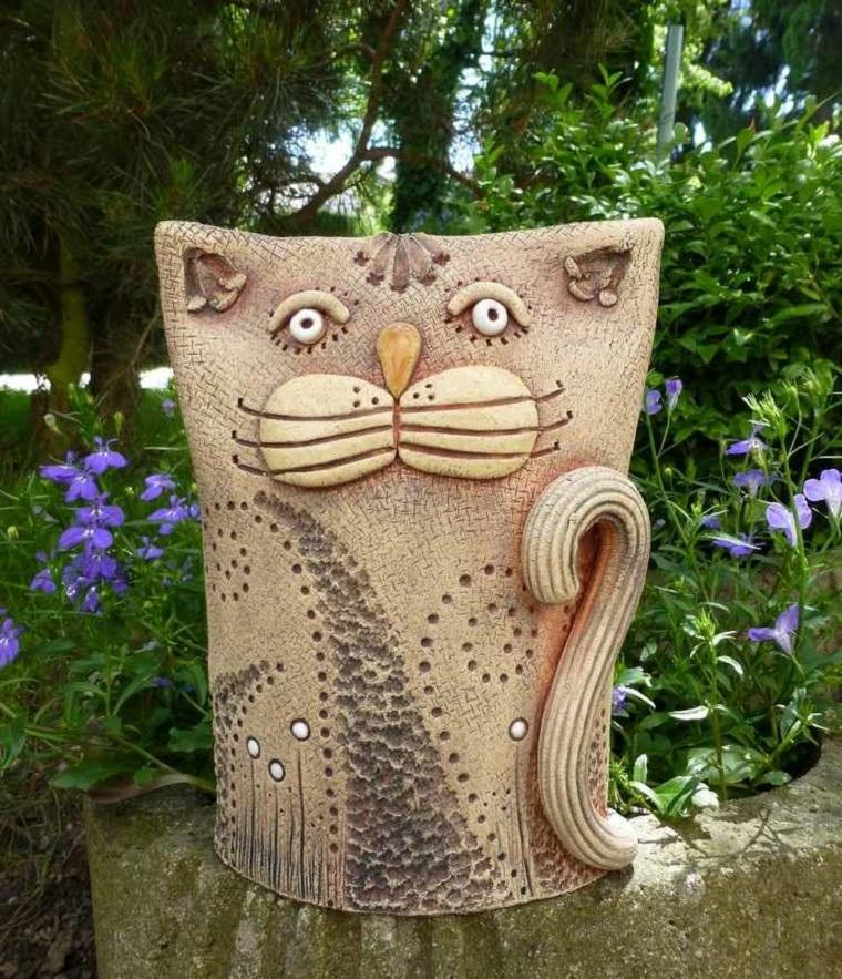 raffigurazione gatto realizzato ceramica decorato mano