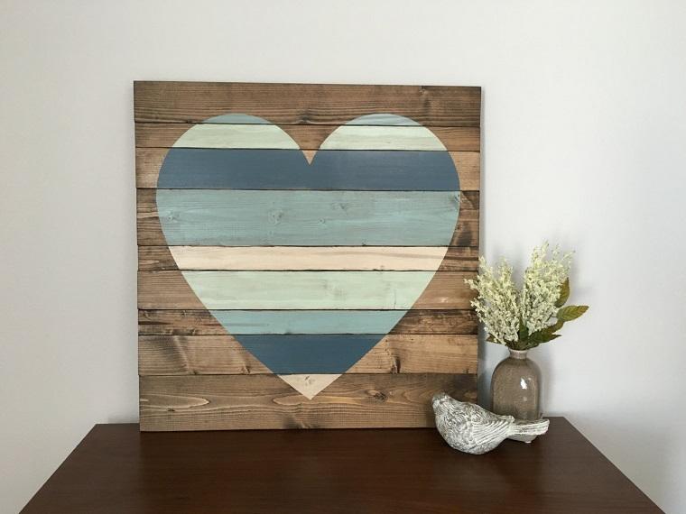 riciclo bancali soprammobile cuore colorato