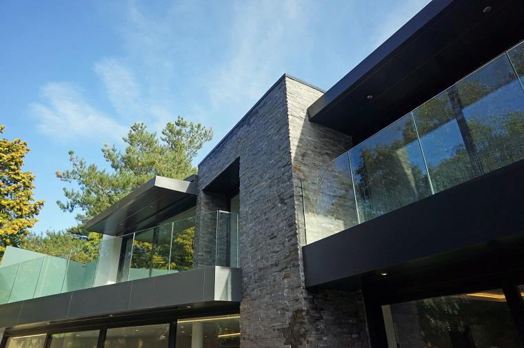ringhiera balcone vetro casa moderna
