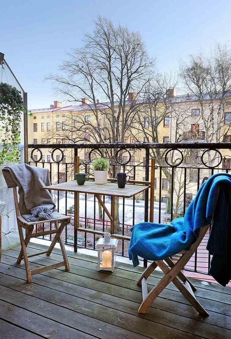 ringhiera in ferro battuto mobili legno balcone