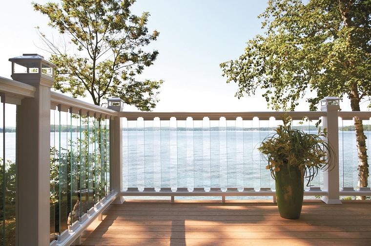 ringhiera stile contemporaneo come recinzione balcone