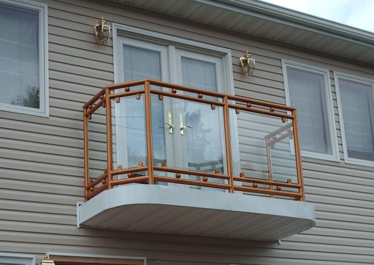 ringhiera vetro corrimano ferro colore chiaro