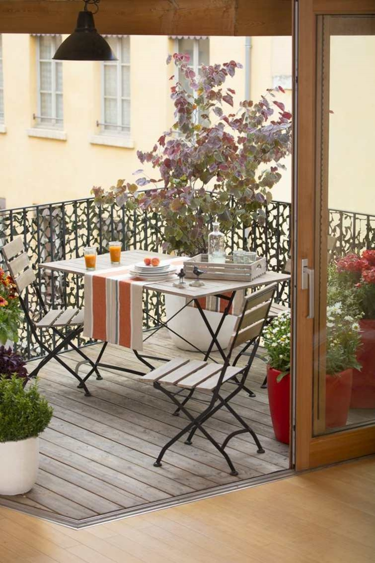 Balconi con ringhiere in ferro battuto dal classico al for Foto di soggiorni arredati