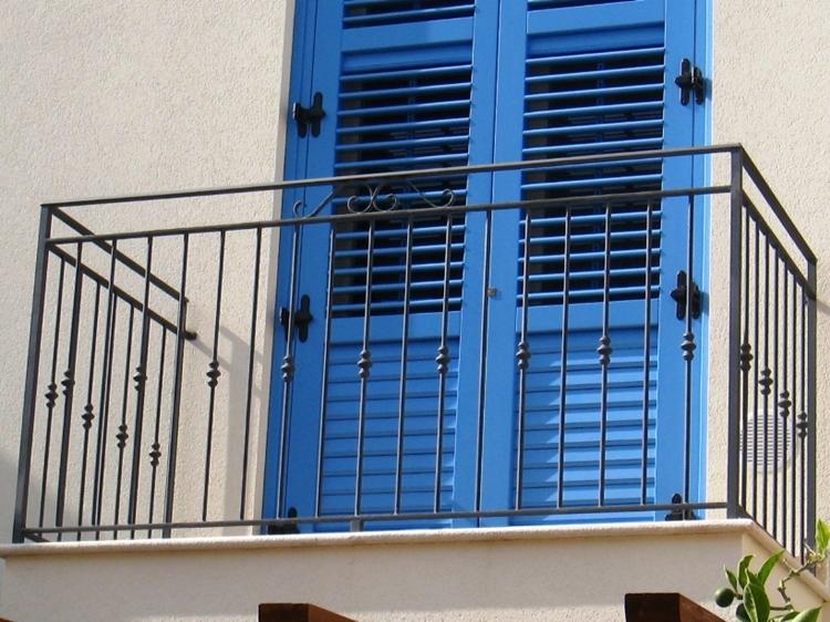 ringhiere in ferro battuto forme particolari balcone persiane