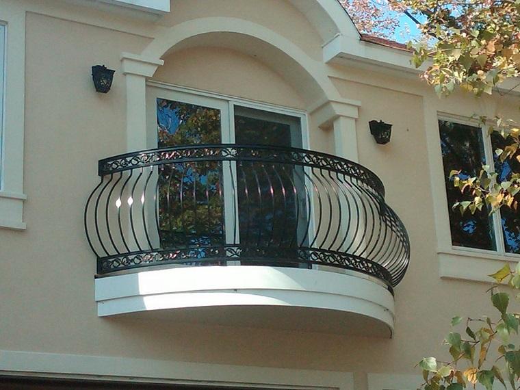 ringhiere per balconi ferro colore scuro varie decorazioni