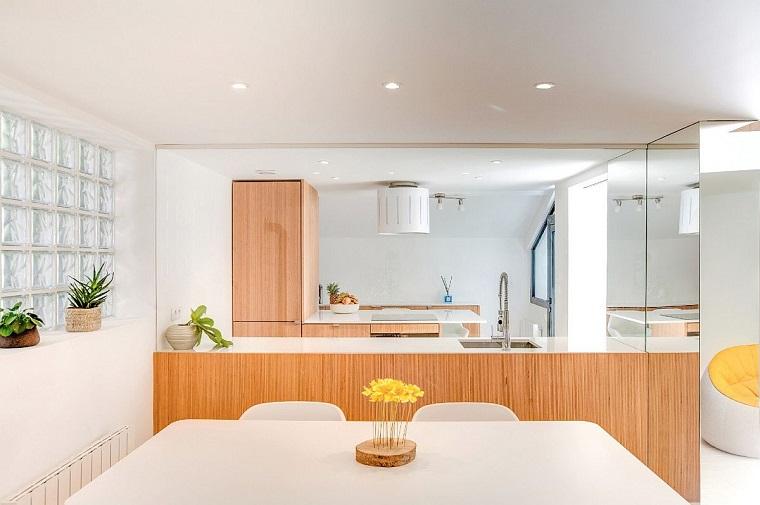 sala pranzo separata cucina parete vetro
