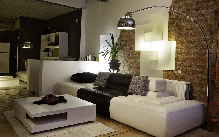 salone moderno divani bianchi marroni lampada design