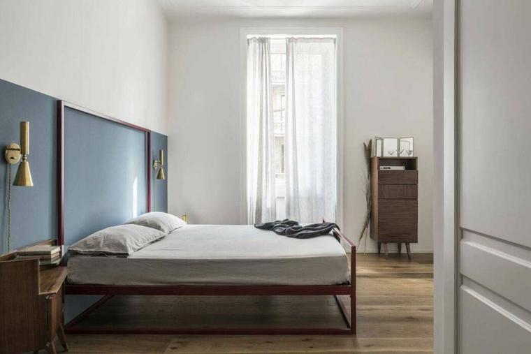 stanza da letto moderna mobili legno parete dipinta blu como tende finestra