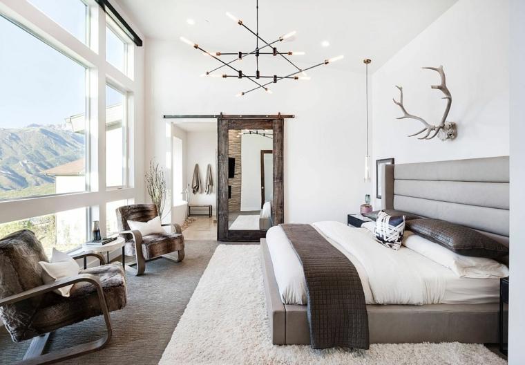 testata letto coperte cuscini poltrona lampadario tappeto finestra