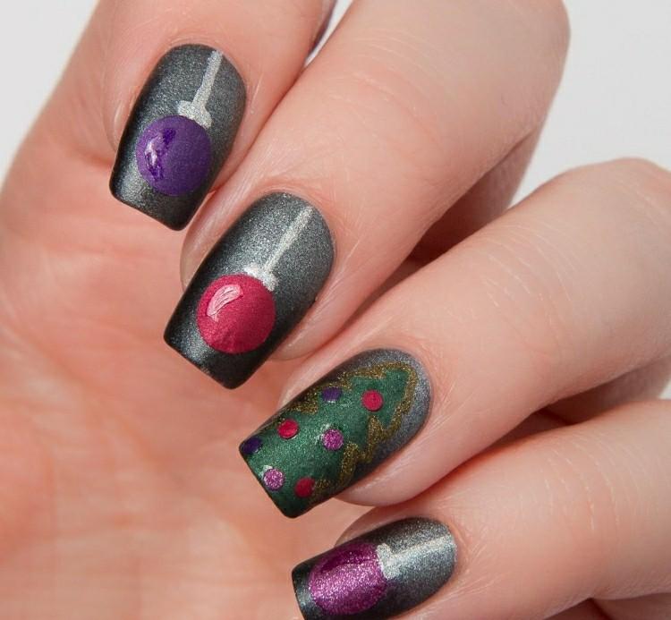 unghie dipinte grigio metallico tema natalizio
