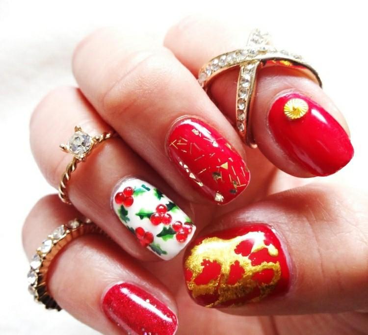 unghie dipinte modo particolare tema natalizia