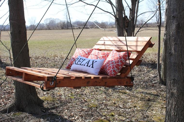 altalena da giardino in pallet e soluzioni originali fai da te. Black Bedroom Furniture Sets. Home Design Ideas
