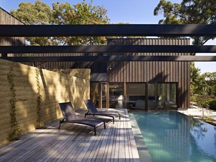 angolo esterno piccola piscina pergolato moderno