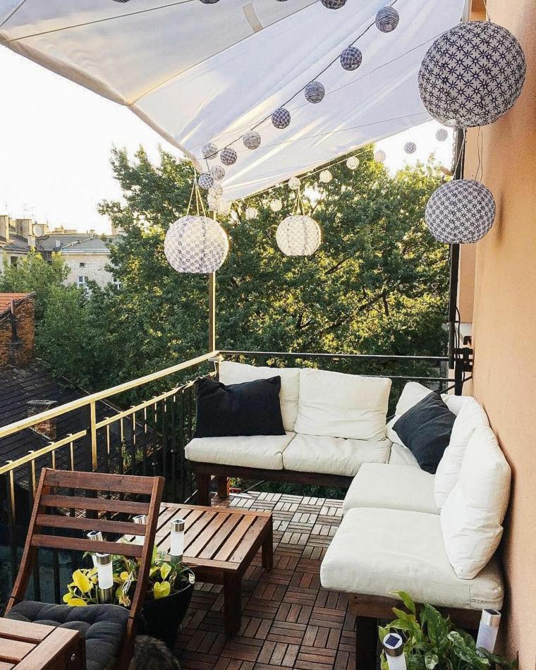 Come arredare un terrazzo spendendo poco, set di mobili in legno con cuscini