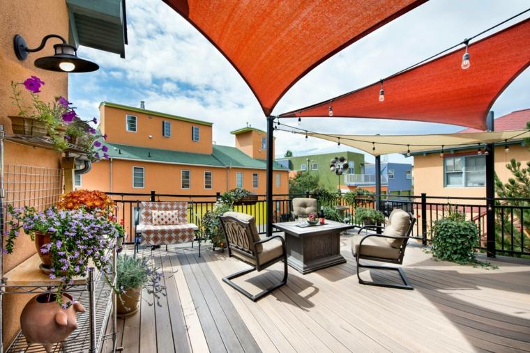 Come arredare un terrazzo spendendo poco, set di mobili in ferro, pavimentazione in legno