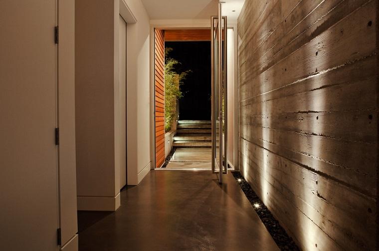 arredare corridoio stile moderno parete design industriale