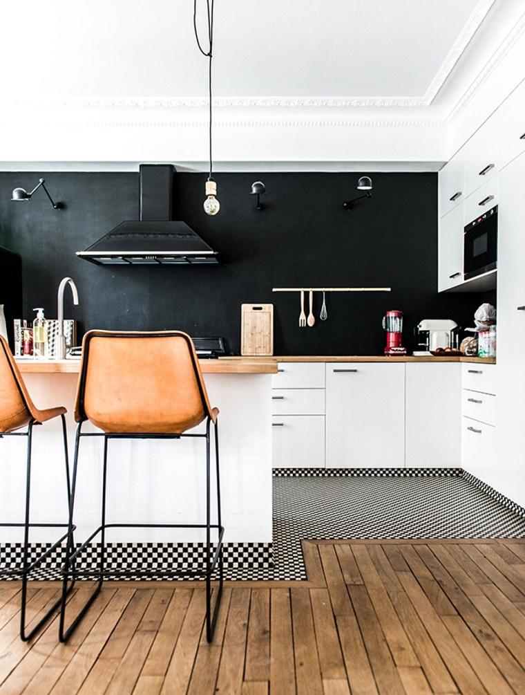 Arredo cucina in bianco e dal design moderno una scelta - Paraschizzi cucina ...