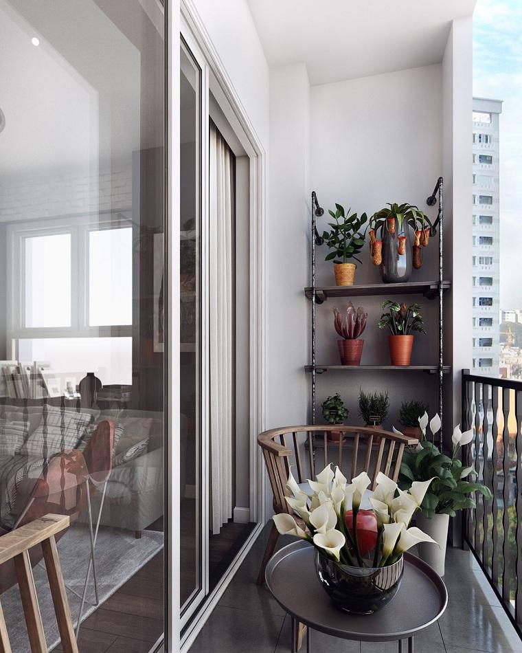 arredare terrazzo fai da te tavolino con vaso di fiori balcone con mensole di legno