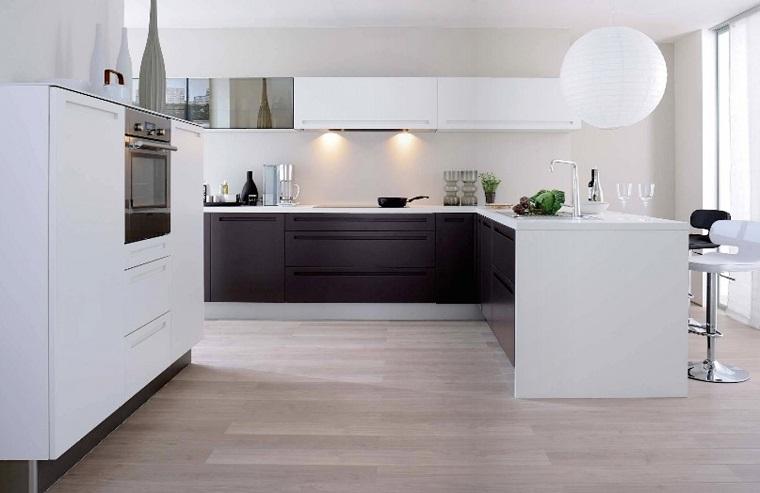 arredo cucina bianca mobili bassi colore nero