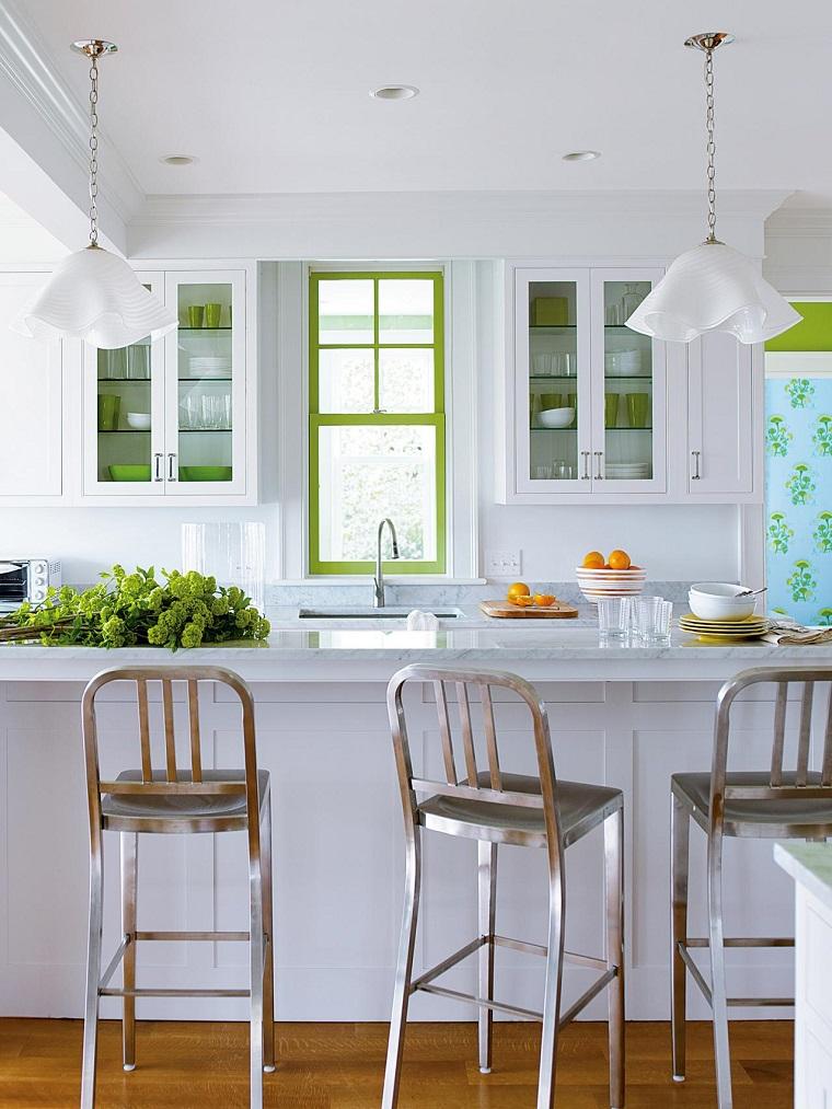 arredo cucina colore bianco accenti verde