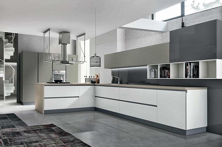 Cucine Bianco Grigio : Arredo cucina in bianco e dal design moderno una scelta di stile
