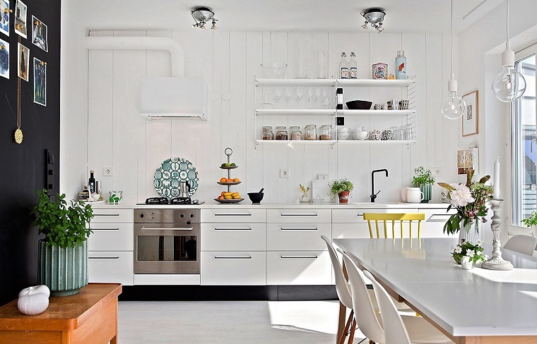 Arredo cucina in bianco e dal design moderno una scelta for Arredo cucina design