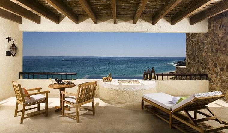 arredo terrazzo mare sdraio tavolo sedie legno