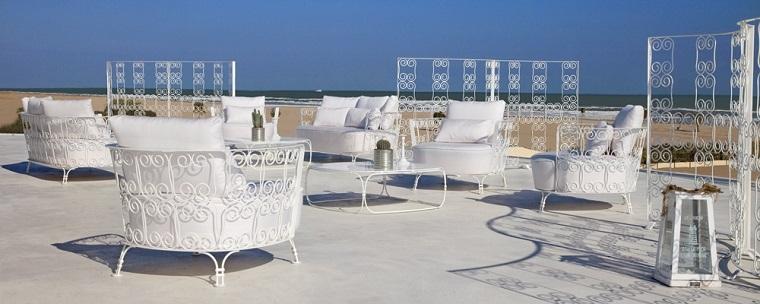 arredo terrazzo mobili decorati ferro battuto bianco