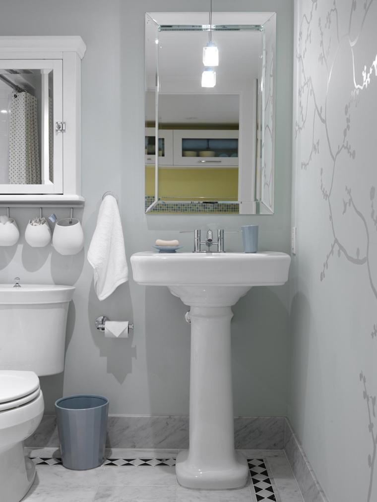 bagno piccolo bianco pavimento marmo