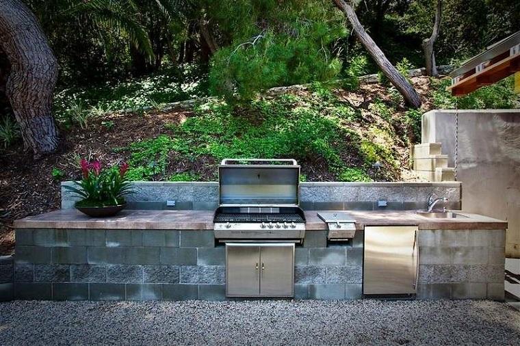 barbecue in muratura semplice originale