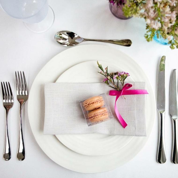 bomboniere matrimonio economiche tavola apparecchiata segnaposto con due macarons