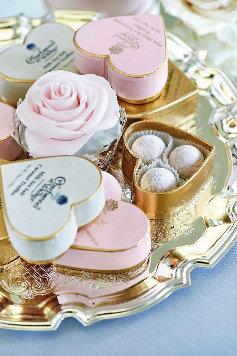 bomboniere matrimonio fai da te scatola a forma di cuore con confetti