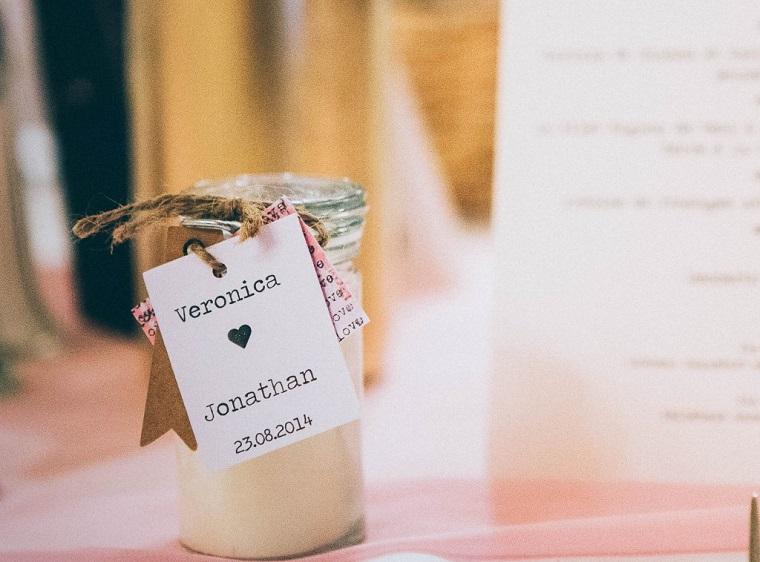 bomboniere utili matrimonio barattolo di vetro con candela etichetta con nomi e disegno cuore