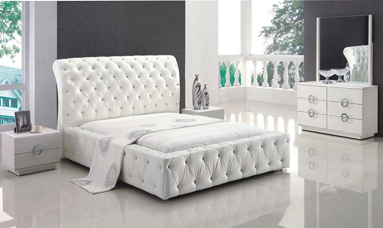 camera da letto arredata mobili bianchi eleganti