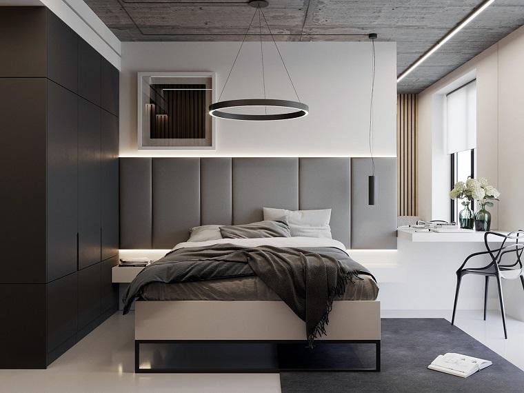 Colori camera da letto, testata in tessuto grigio, armadio a muro nero, lampadario rotondo sospeso
