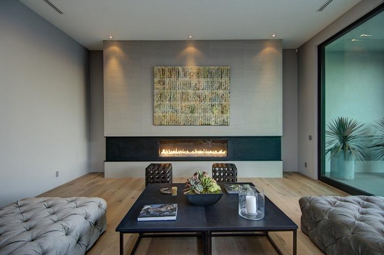 camino moderno parete soggiorno divani imbottiti illuminazione led