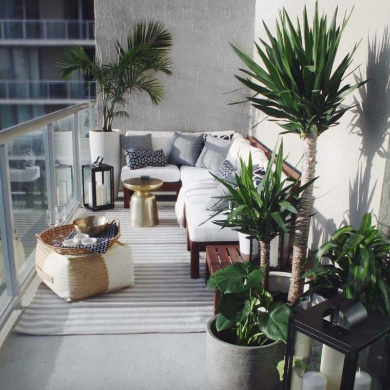 Come arredare un terrazzo spendendo poco, terrazzo con panchina e tavolino