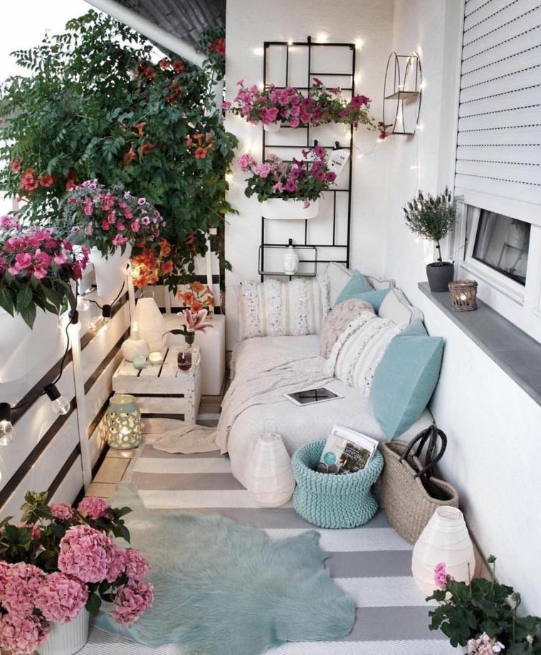 come abbellire una ringhiera esterna arredamento terrazzo con mobili in pallet vasi di fiori