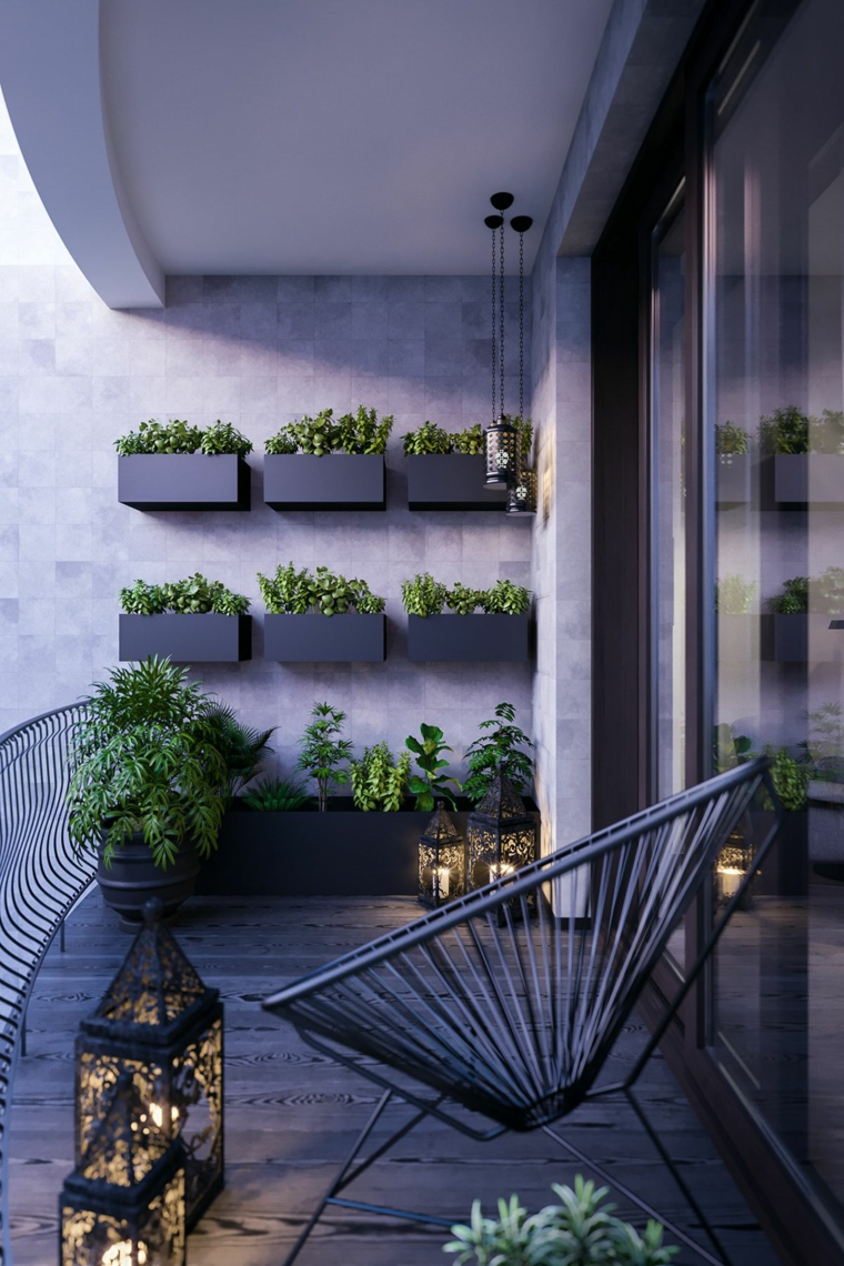 come addobbare un balcone con fiori arredo con sedia di metallo e ringhiera in ferro battuto