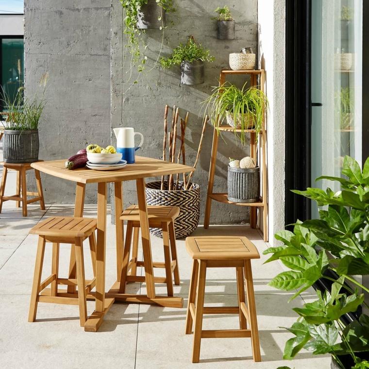 come arredare un piccolo terrazzo copert set di mobili in legno con tavolo e sgabelli