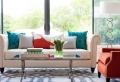 Come arredare un soggiorno con mobili e decorazioni colorate