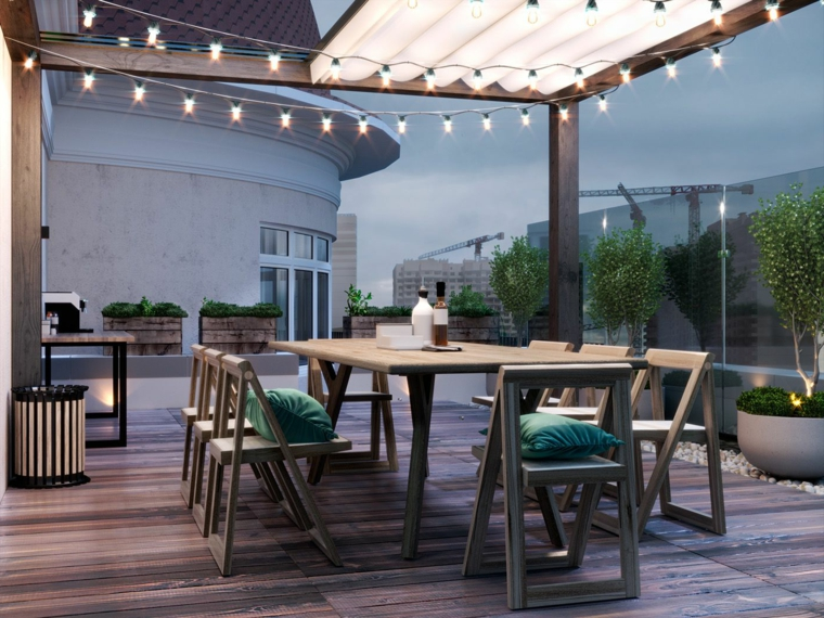 come coprire un terrazzo con pergola di legno decorazione balcone con fili di lampadine