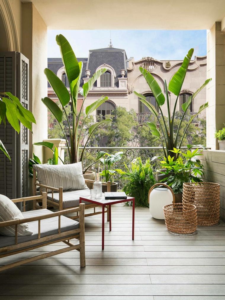 come sistemare le lanterne in casa balcone con mobili di legno decorazioni con piante