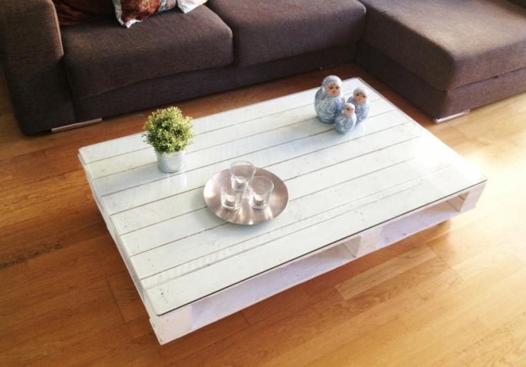 Tavolo con pallet, tavolino di palle con superficie di vetro e centrotavola