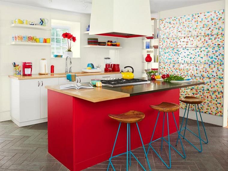 cucina bianca frizzante idea colori vivaci