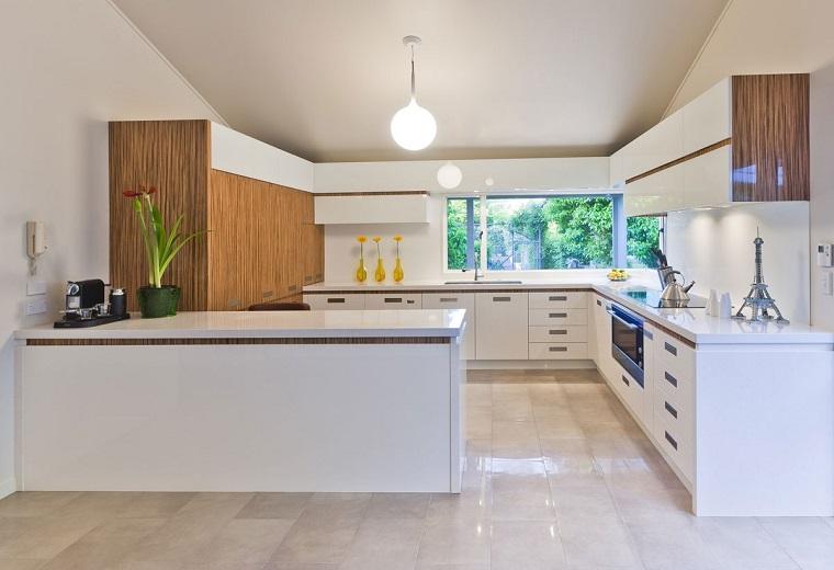 cucina moderna colore bianco inserti legno