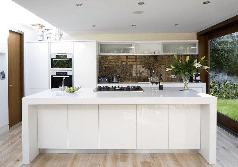 cucina moderna isola centrale colore bianco paraschizzi originale