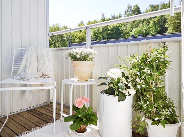 decorazioni con vasi di piante pavimentazione in legno mobili di colore bianco in metallo